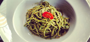Spaghetti integrale cu pesto home-made